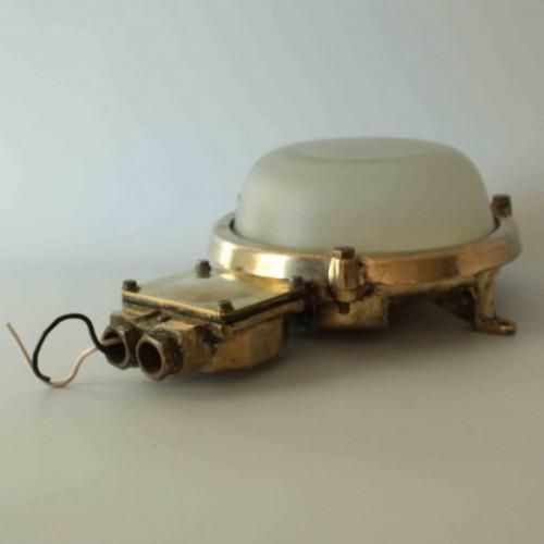 Skeppslampa tak i mässing, vitt glas - inredning till båt