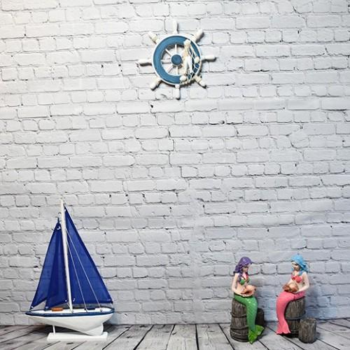 Båtratt i trä, med snäckor och fisknät - marin dekoration