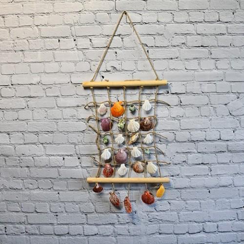 Marin väggdekoration med snäckor / ocean shells decor - new england inredningsstil