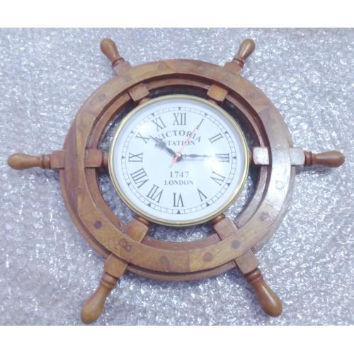 Nautical wheel clock - maritimie interior
