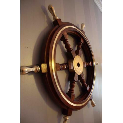 Fartygetsratt i trä och mässing - Marin heminredning