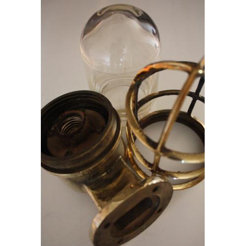 Vägglampa i mässing - gamla lampor