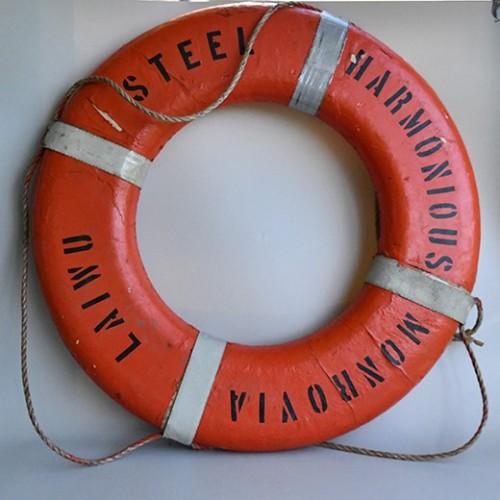 Stor Äkta livboj från gammalt skepp - maritim inredning